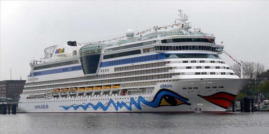 Aidadiva Vs Aidaluna Compare Cruise Amenities Food Activities Ship Size