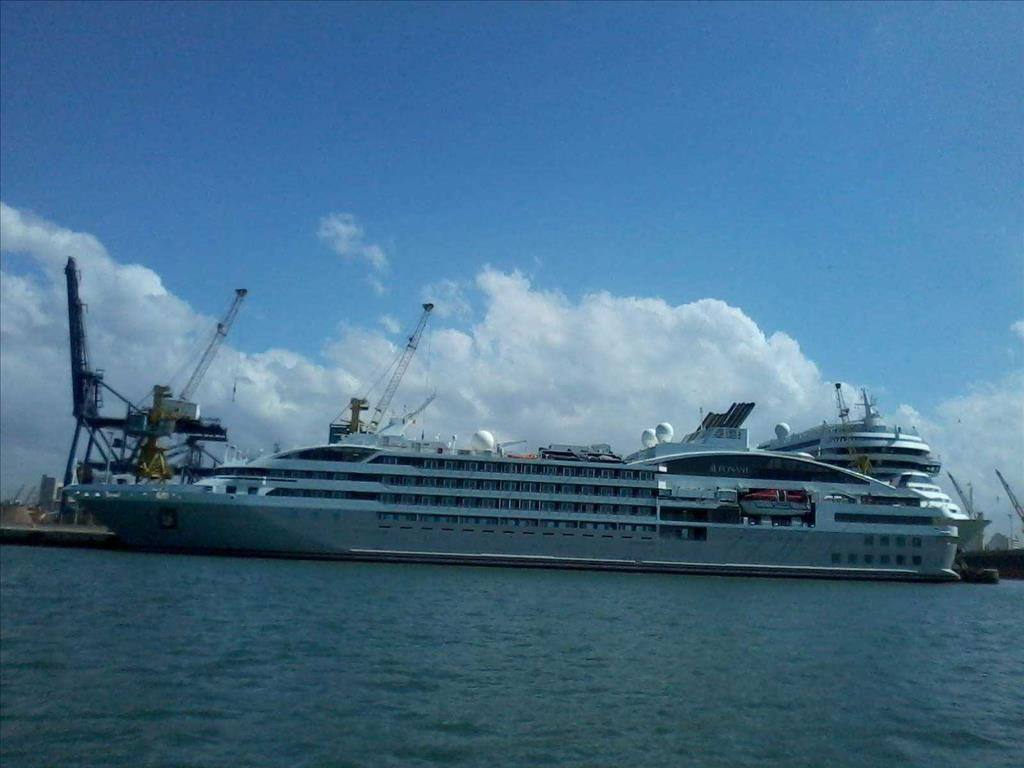 Le Lyrial Tauck River Cruises Vs Le Ponant Compare Cruise Amenities Food Activities Ship Size