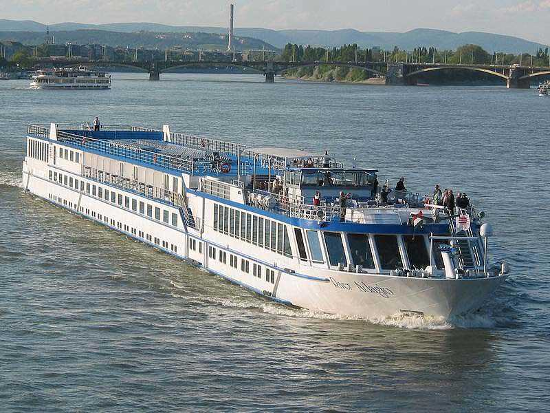 River Adagio Vs River Harmony Compare Cruise Amenities Food Activities Ship Size