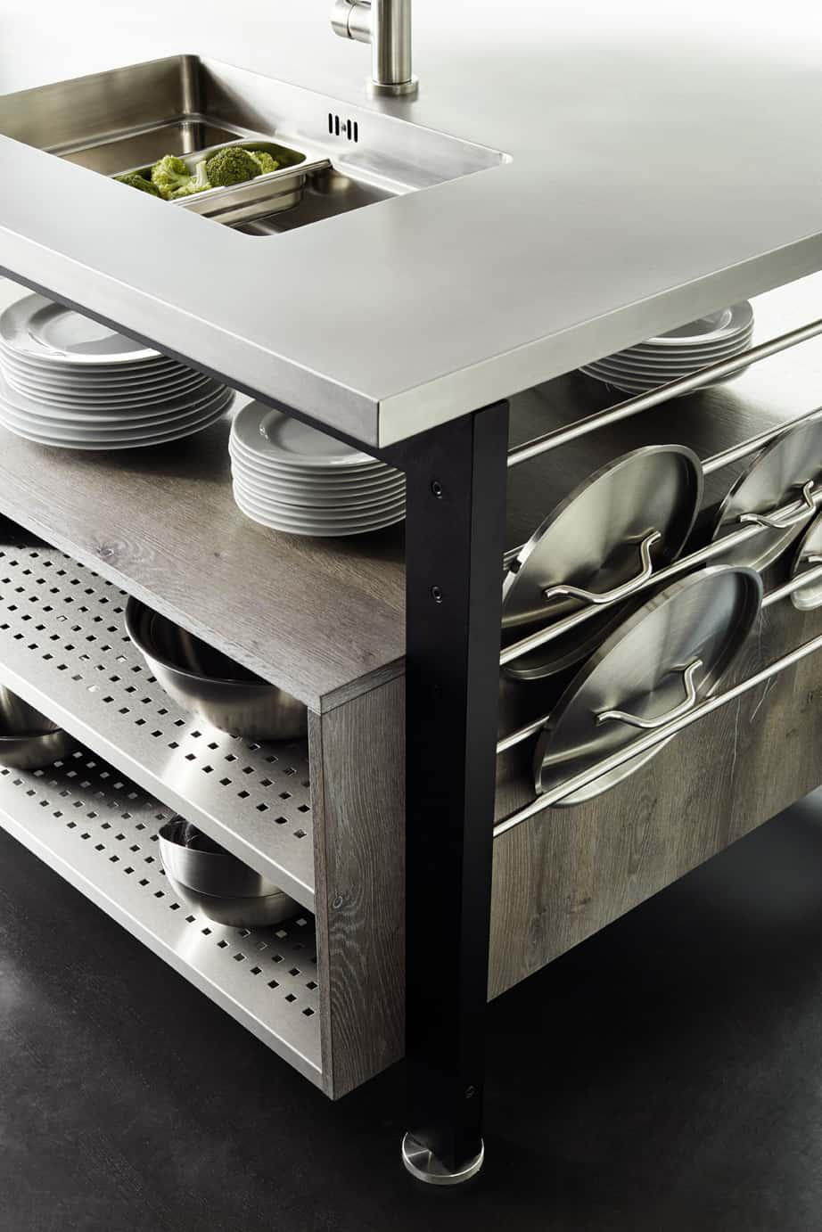 Works Islands with open airflow shelves and lid storage