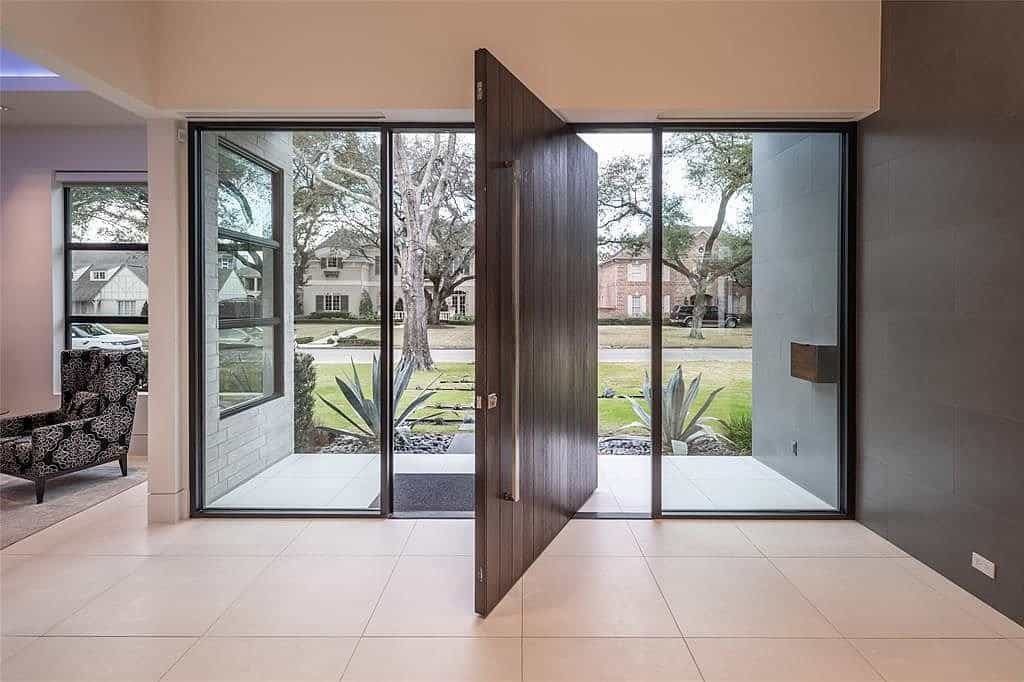 cantilevered front door of a tanglewood home in which the homeowners used many eggersmann and schmalenbach designs