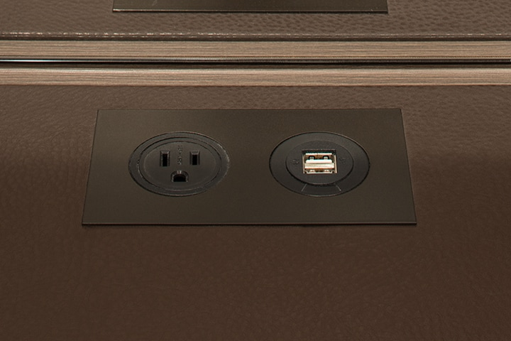 close up of flush outlets in a Schmalenbach closet for him