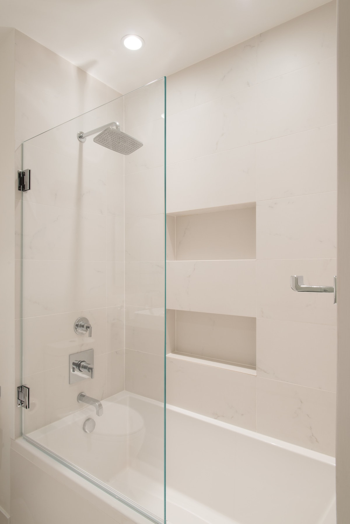 shower/tub combo in white with glass wall