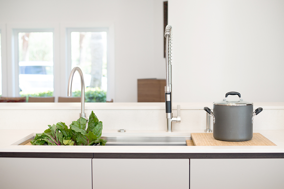 the galley multi-functional sink featuring sliding cutting boards and colander in an eggersmann kitchen