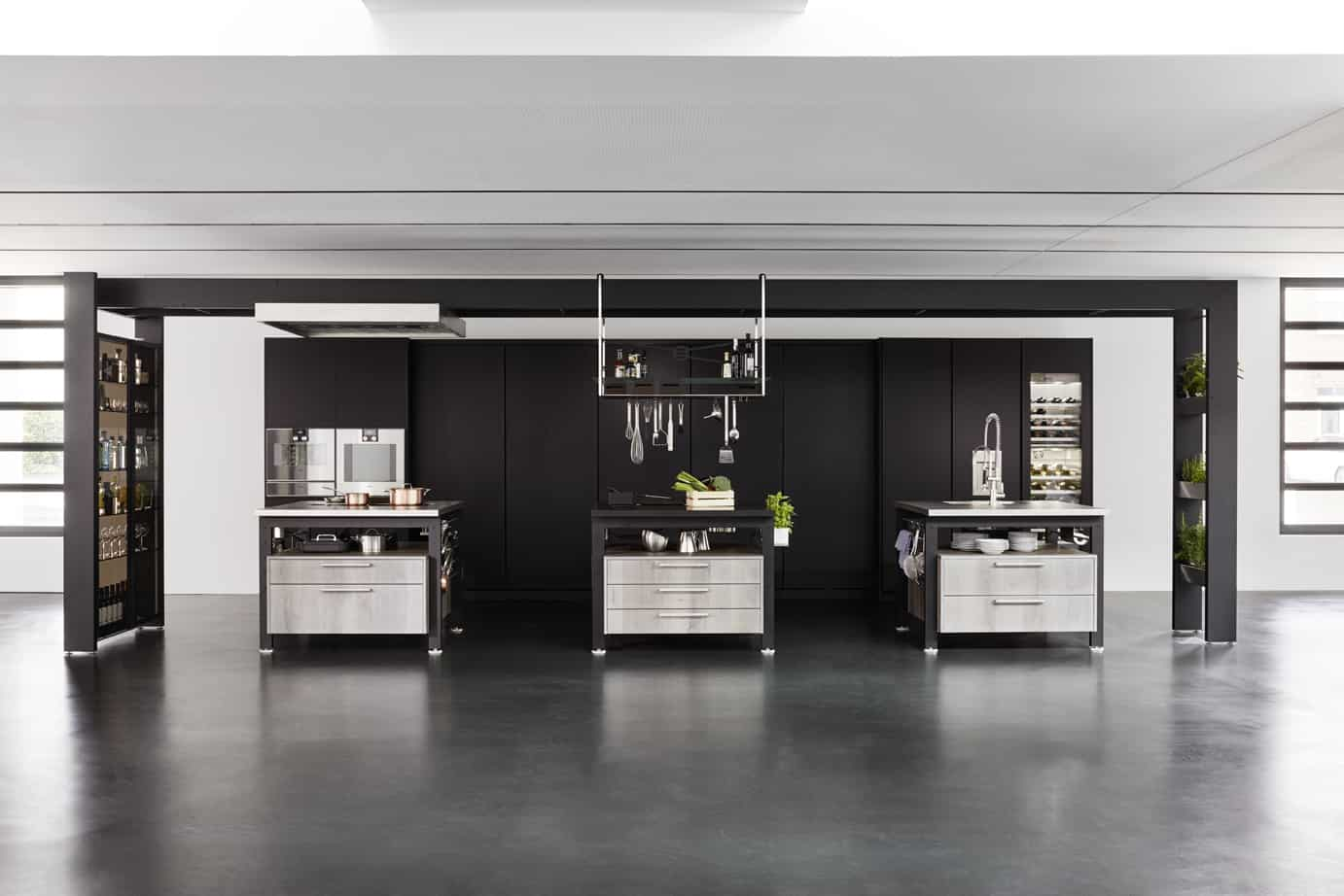 Works islands in Toulon Barrel oak silver oiled, Turns in ribbed black glass