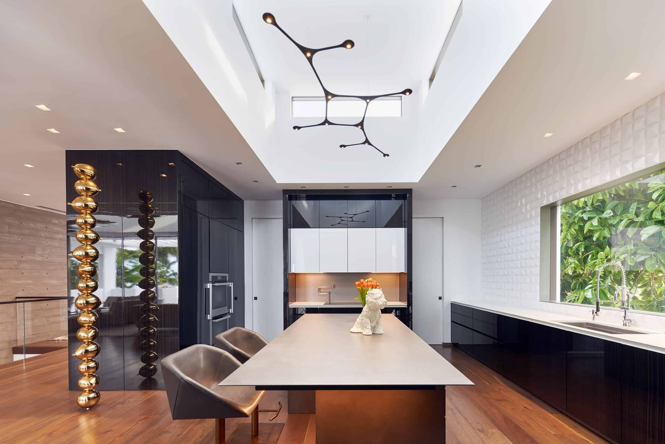 eggersmann custom dine-in luxury kitchen featureing Gloss Tricolor Ebony, Dark Grey Concrete, and Silvertouch hot rolled Steel finishes