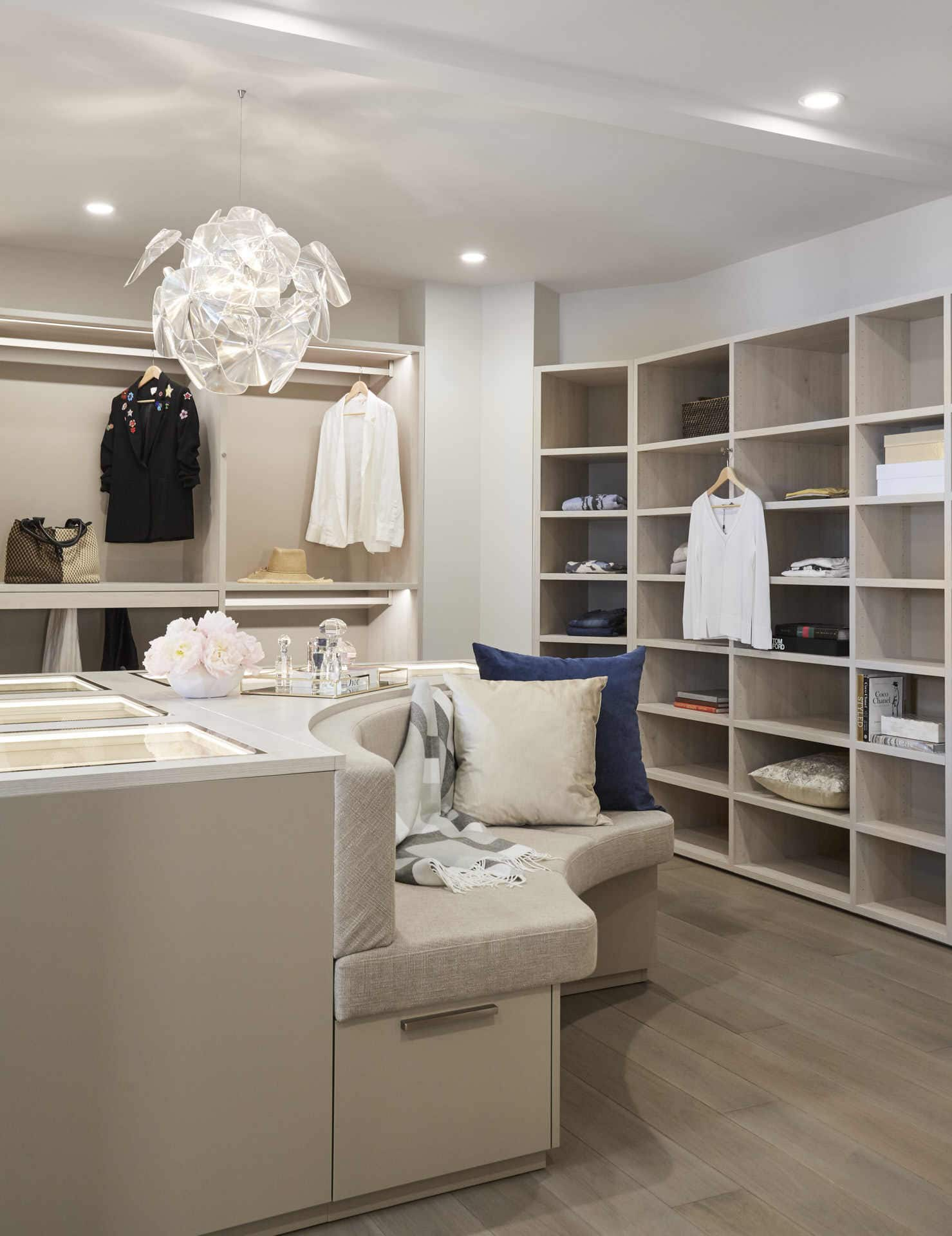 upholstered banquette seating in a schmalenbach closet