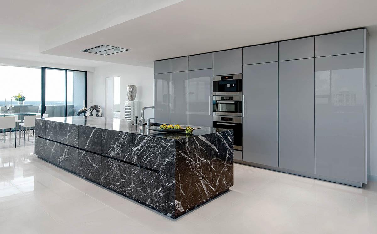 Grigio Carnico leather Limestone | Lille polygloss grey
