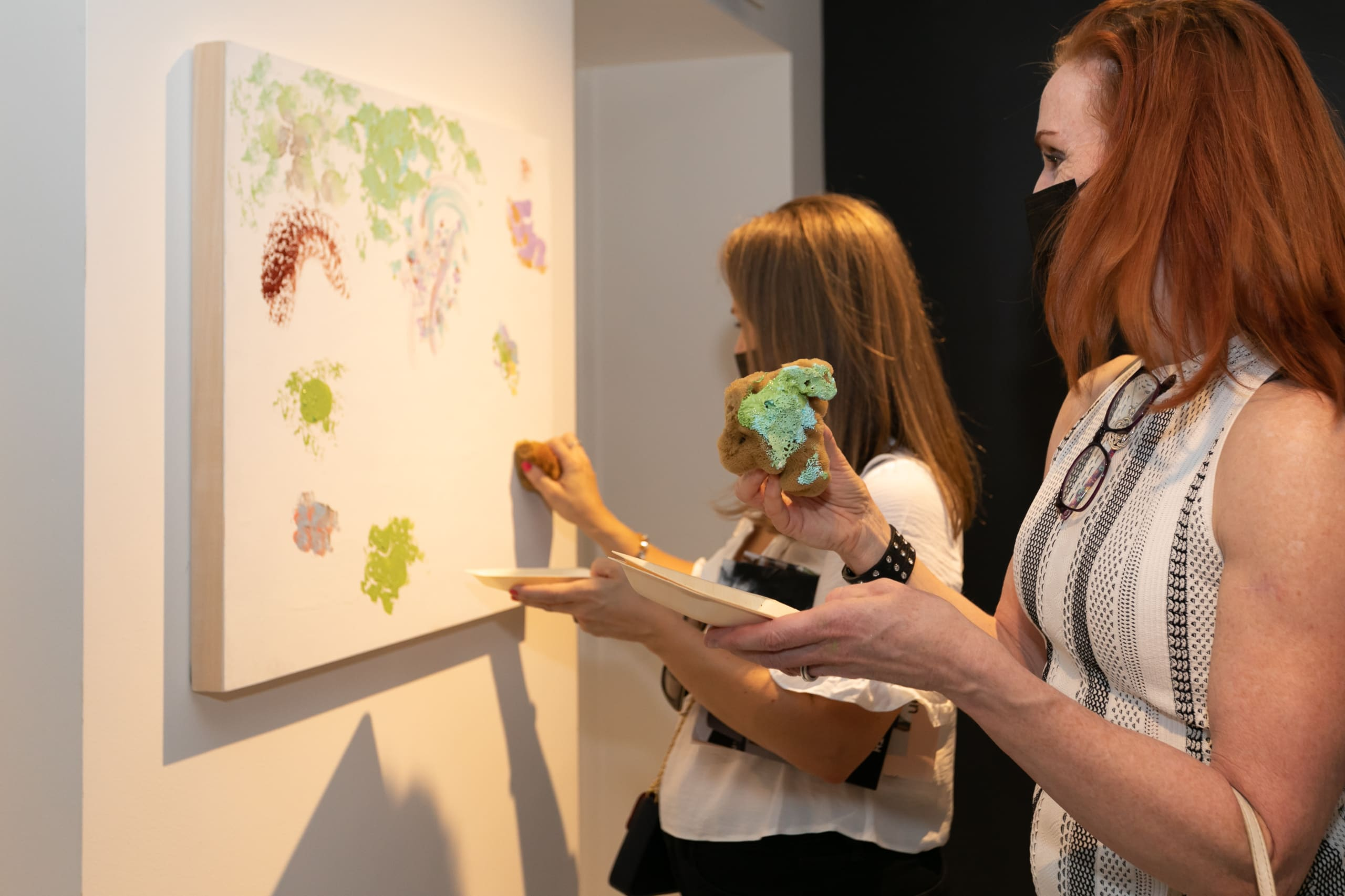 attendees at the rndd gallery walk fall 2021 creating a coral sponge painting in the eggersmann chicago showroom