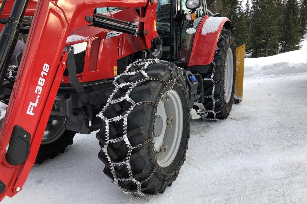 De nye reglene for kjetting i traktor gjør hverdagen enklere for norske bønder og entreprenører. Foto: Ole Jakob Rustad.