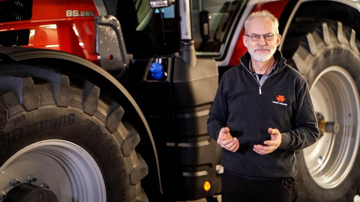 EKSPERTENS DOM: Massey Ferguson-ekspert Ole Jakob Rustad er imponert over MF 8S.
