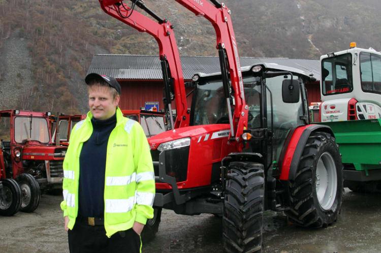 - Liten traktor med nok hestekrefter