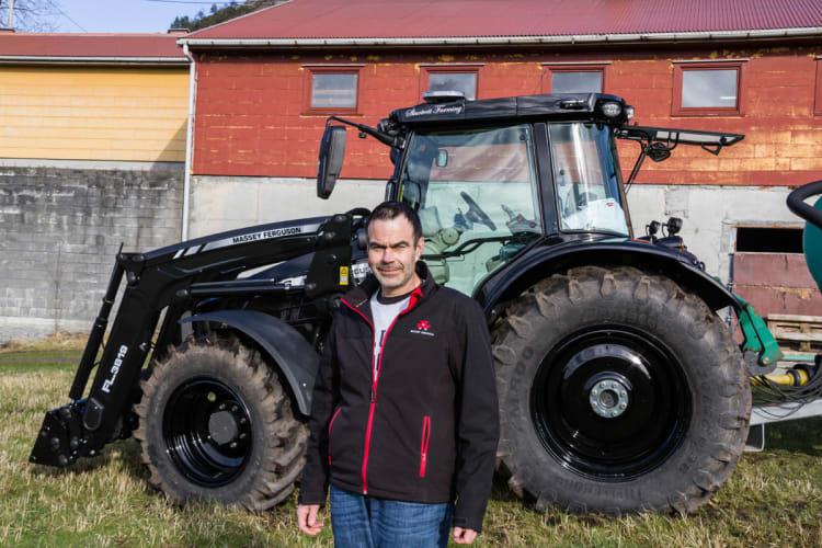 Kjøpte traktor svart