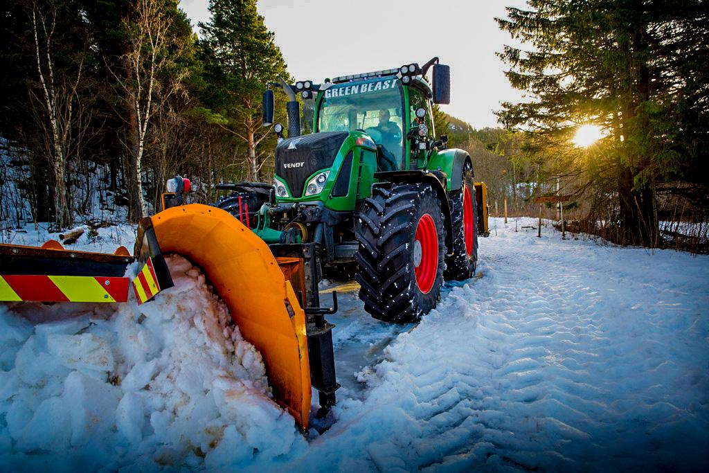 Fendt er en dyr traktor i innkjøp, men setter du opp regnestykket med service og reparasjoner, kombinert med dieselforbruk og annenhåndsverdi, er det ingen som kan slå Fendt, sier Jann Kristian Buvarp. Foto: Ole Morten Melgård.