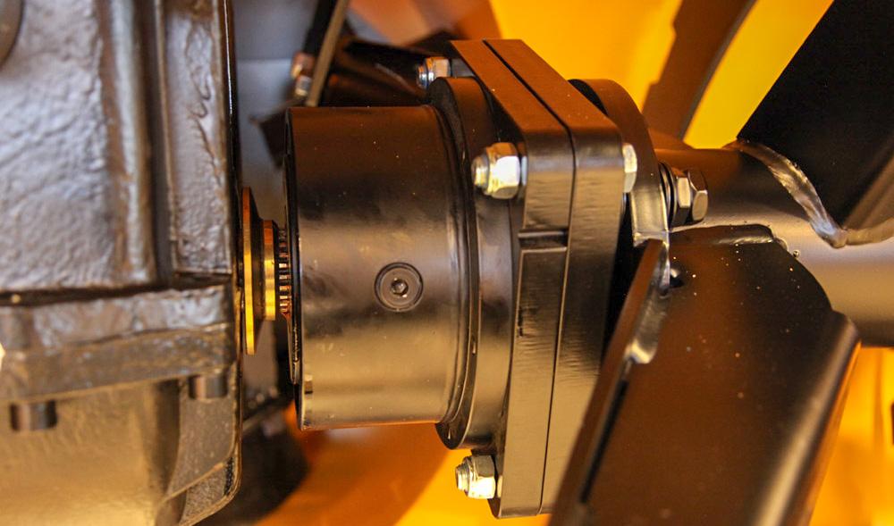 AUTOMATKOBLINGER: På nyere automatkoplinger skiftes oljen etter 50 timer og deretter etter 500 timer eller minst en gang i året.