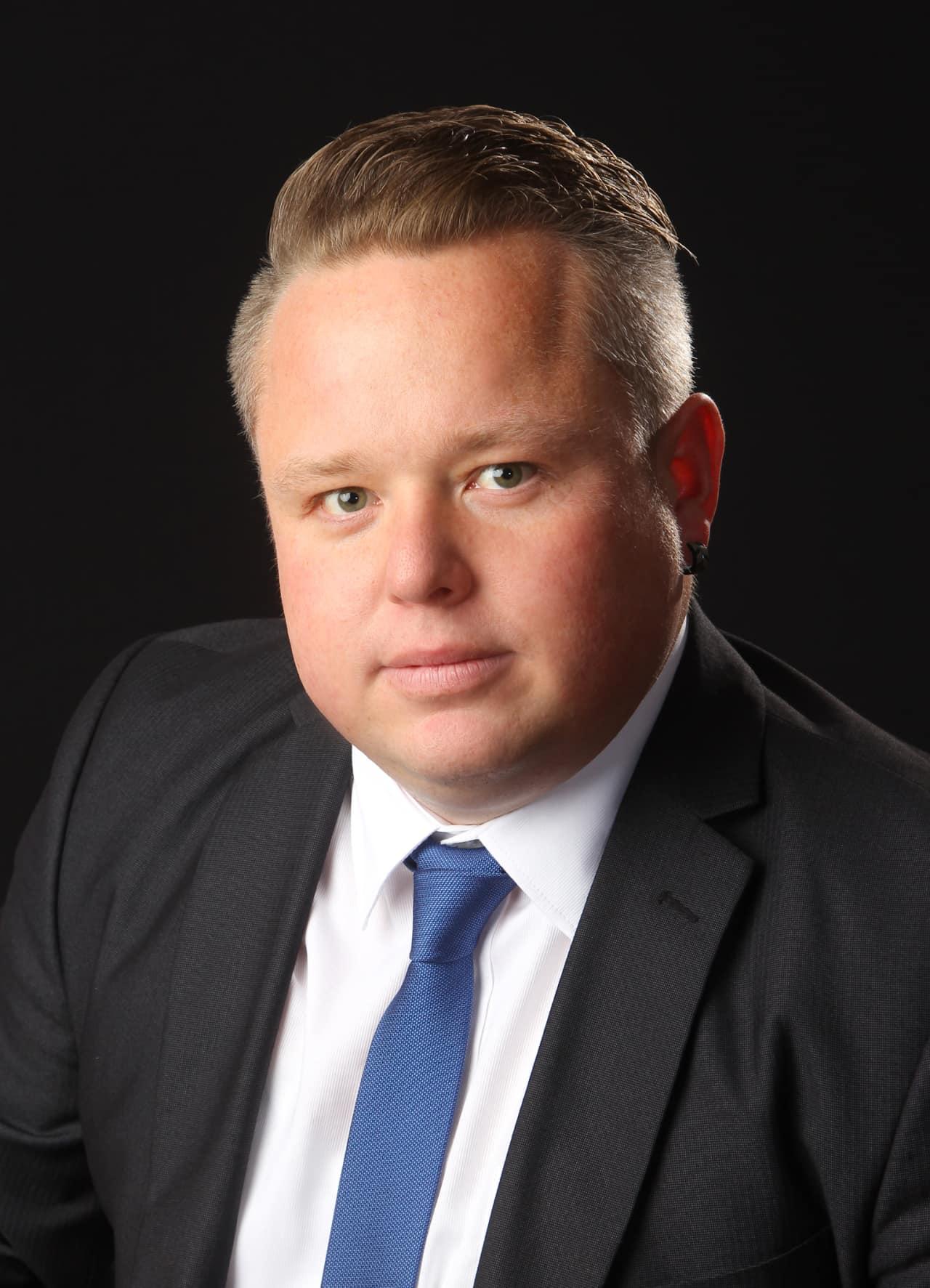 Geschäftsführer Immobilienmakler Immobilienfachwirt Finanzexperte