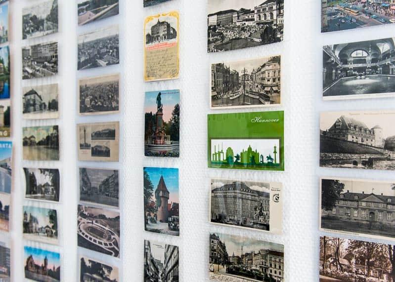 Die wahrscheinlich größte und älteste Ansichtskartensammlung Hannovers finden Sie in unserem Büro.
