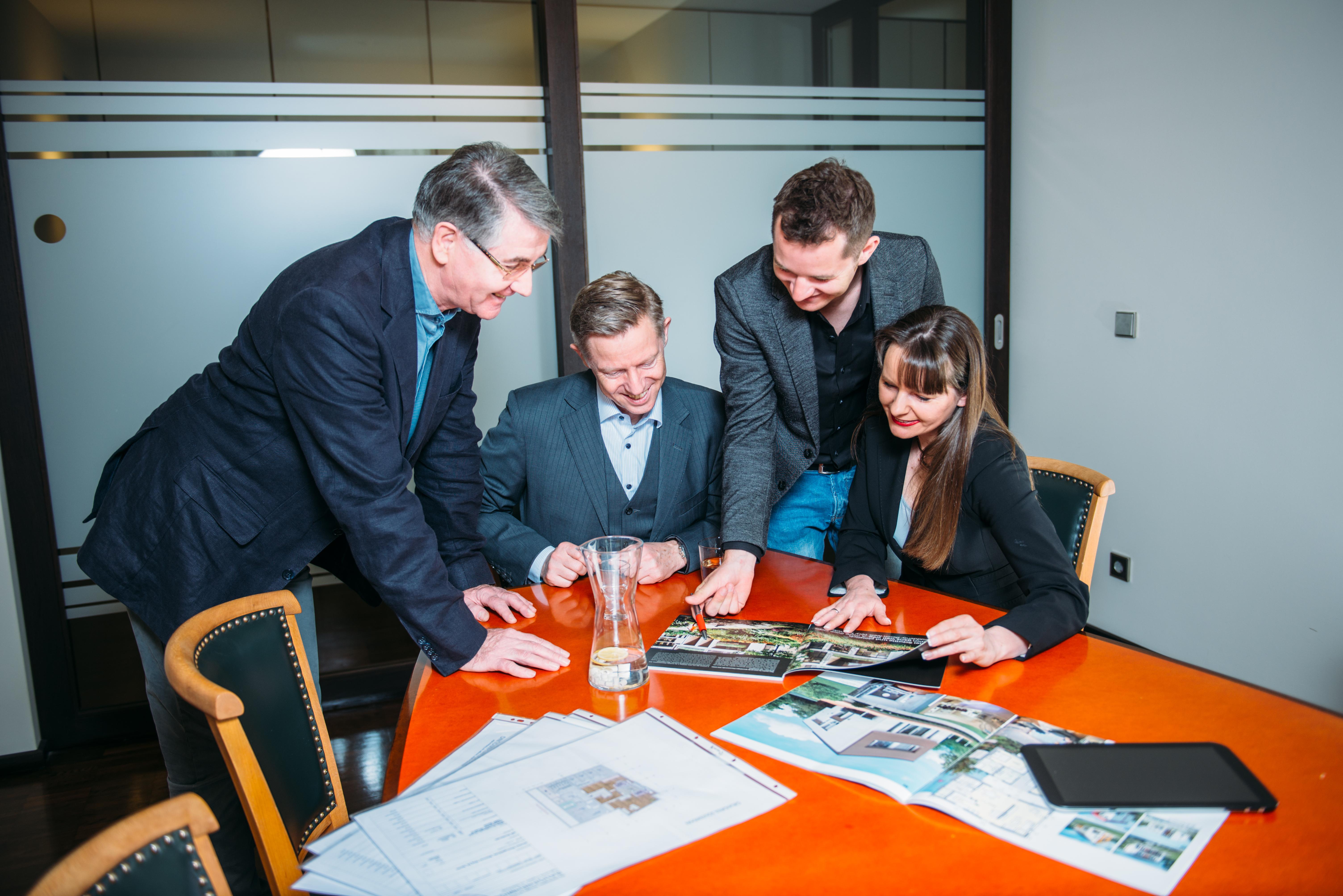 Gemeinsam mit unseren Kooperationspartnern wie Handwerkerteams, Immobilien-Bewertern, Fianziereren beraten wir Sie so, dass Sie das Beste aus Ihrer Immobilie machen können.