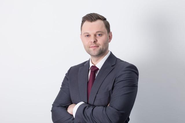 Geschäftsführer und Inhaber Waldemar Burghardt ist für den Einkauf, Marketing, Management und Verkauf von Immobilien zuständig.  Neu-Akquisition
