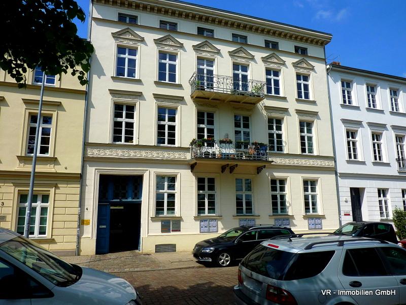 Bürogebäude in der Alexandrinenstraße Im Erdgeschoss befindet sich unser Büro.