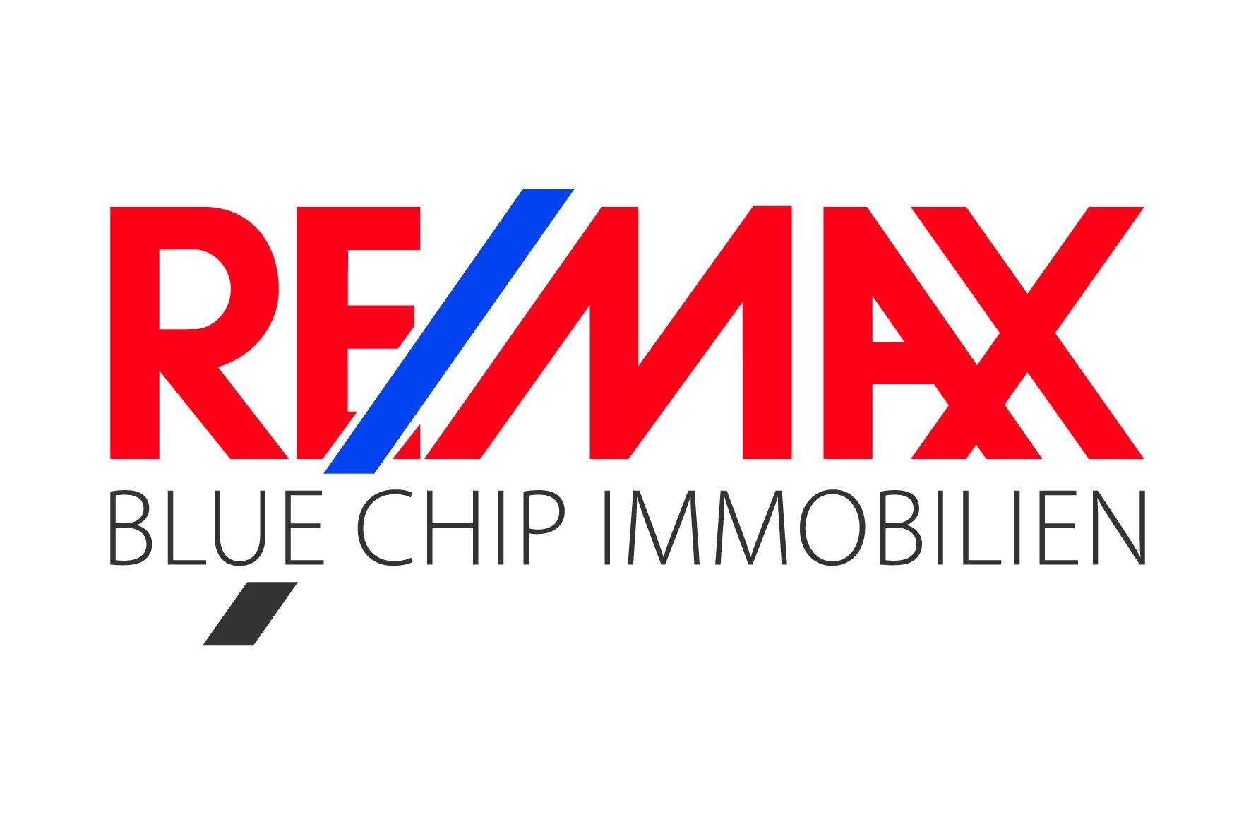 Hier sehen Sie das Logo von RE/MAX Blue Chip