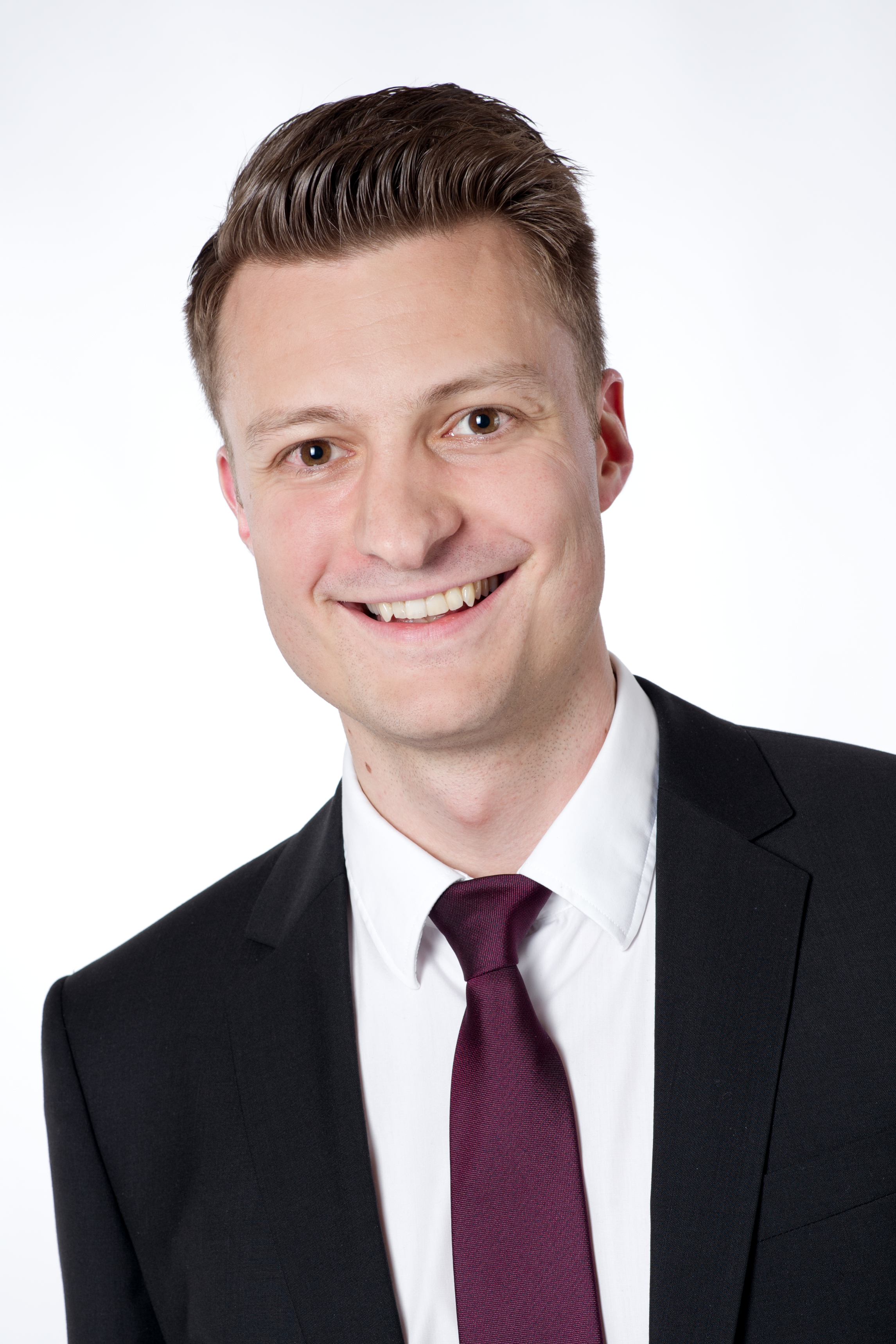 Herrn Markus Schneider Immobilienvermittler (IHK) Bachelor of Arts (B.A.) der Wirtschaftswissenschaften