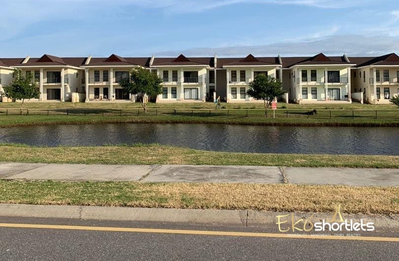 2 Bedroom Luxury, Lakeview House -Black Links A