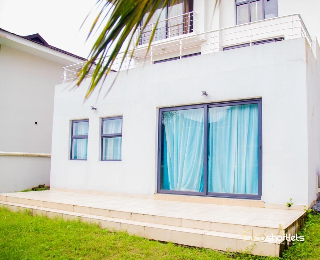 2 Bedroom Flat Lakeview