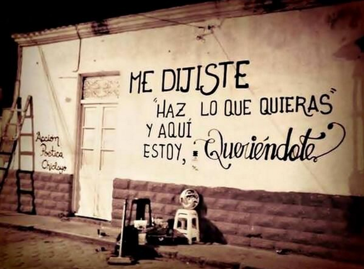 """Frases de Acción Poética en Español (Latinoamericana) - Me dijiste """"haz lo que quieras"""" y aquí estoy, queriéndote."""