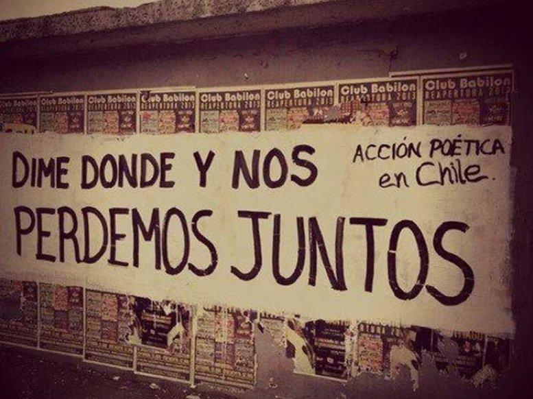 Frases de Acción Poética en Español (Latinoamericana) - Dime dónde y nos perdemos juntos.