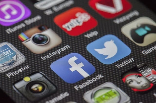 How much to pay for social media services?