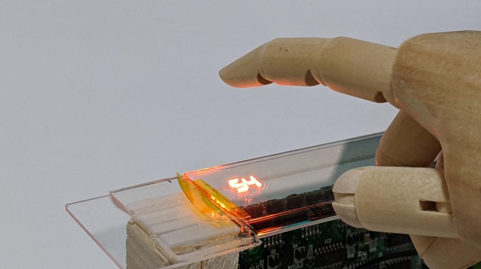 透明OLEDと非接触センシング
