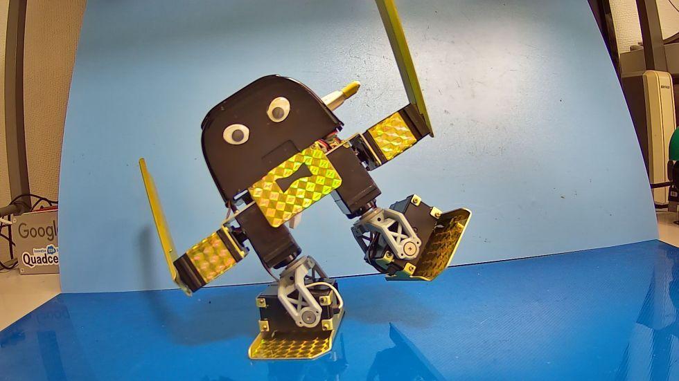 obniz 二足歩行ロボット「ナイズちゃん」プロジェクト