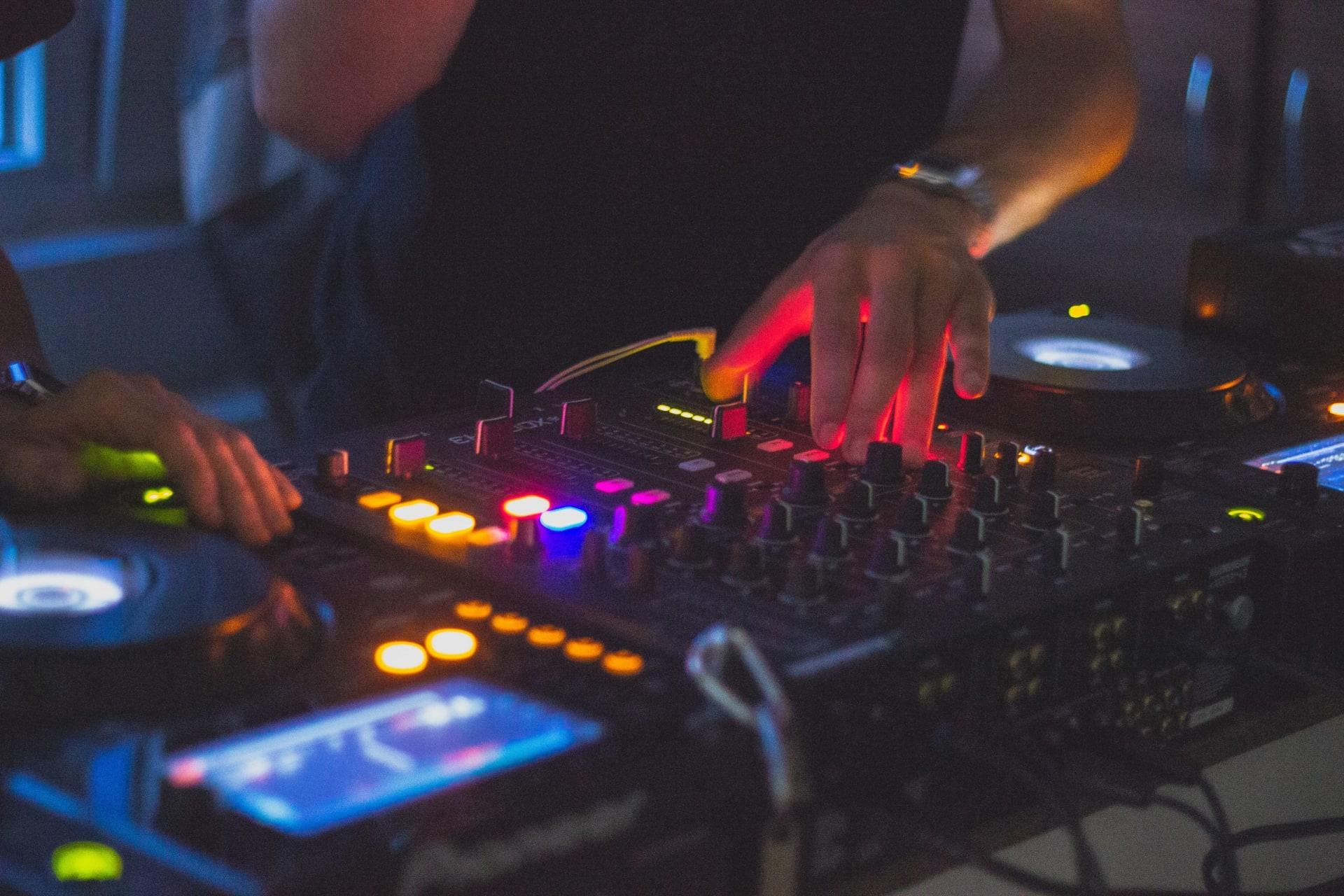DJi care nu ajung faimoși