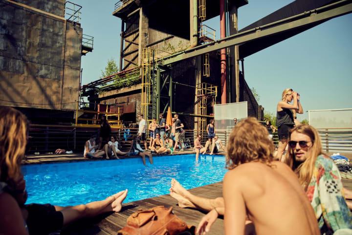 Pool Zeche Zollverein by Henri Vogt
