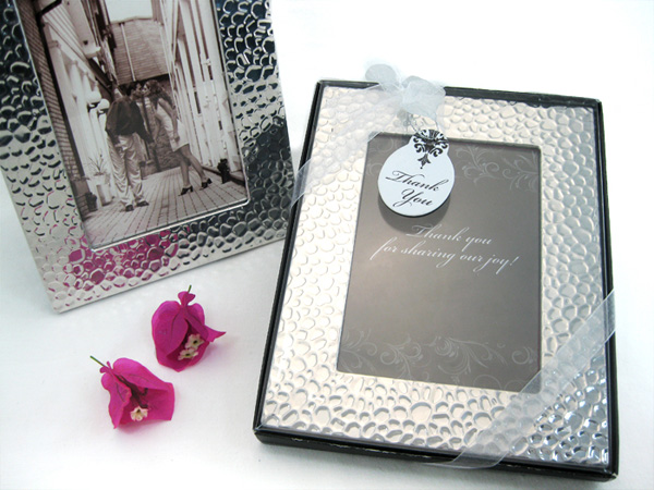 Capture Elegance Photo Frame Favor In Brilliant Hammer Finish