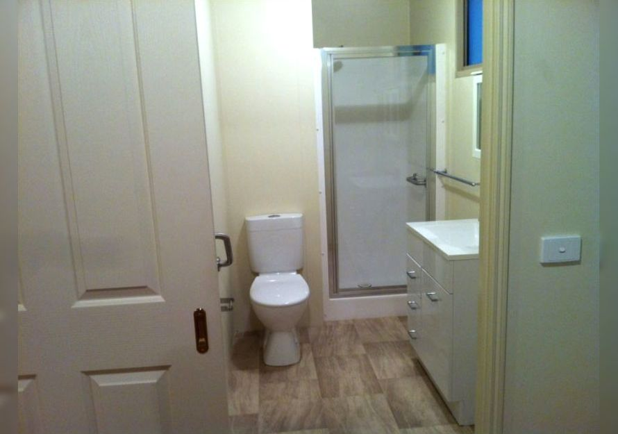 9.0m X 5.0m Toilet and in-built Shower
