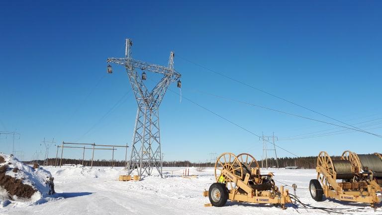 Eltel rakentaa parasta aikaa sähkönjakeluyhtiö Kajavelle kahta 110 kV -voimalinjaa
