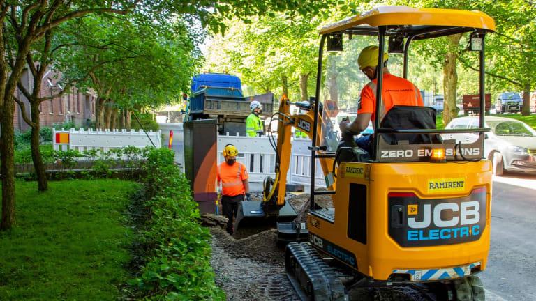 Eltel testing an electrical excavator on the Helen project in Helsinki.