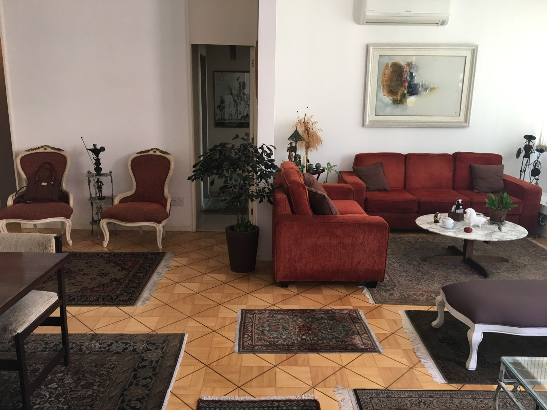 Imagem do Apartamento ID-773 na Rua Pompeu Loureiro, Copacabana, Rio de Janeiro - RJ