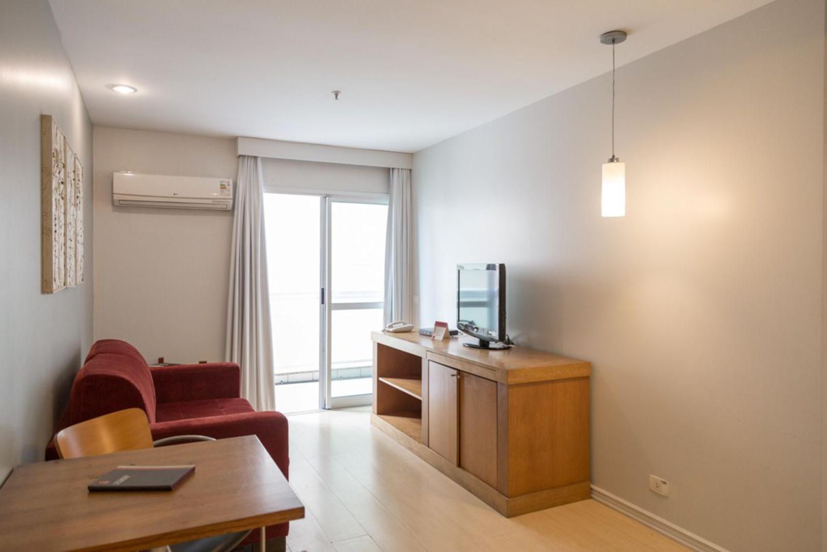 Imagem do Apartamento ID-1317 na Avenida Rainha Elisabeth, Ipanema, Rio de Janeiro - RJ