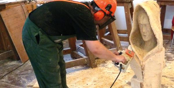 Holz Bildhauerei (Beilen, schnitzen, spalten, sägen, schleifen...tasten)