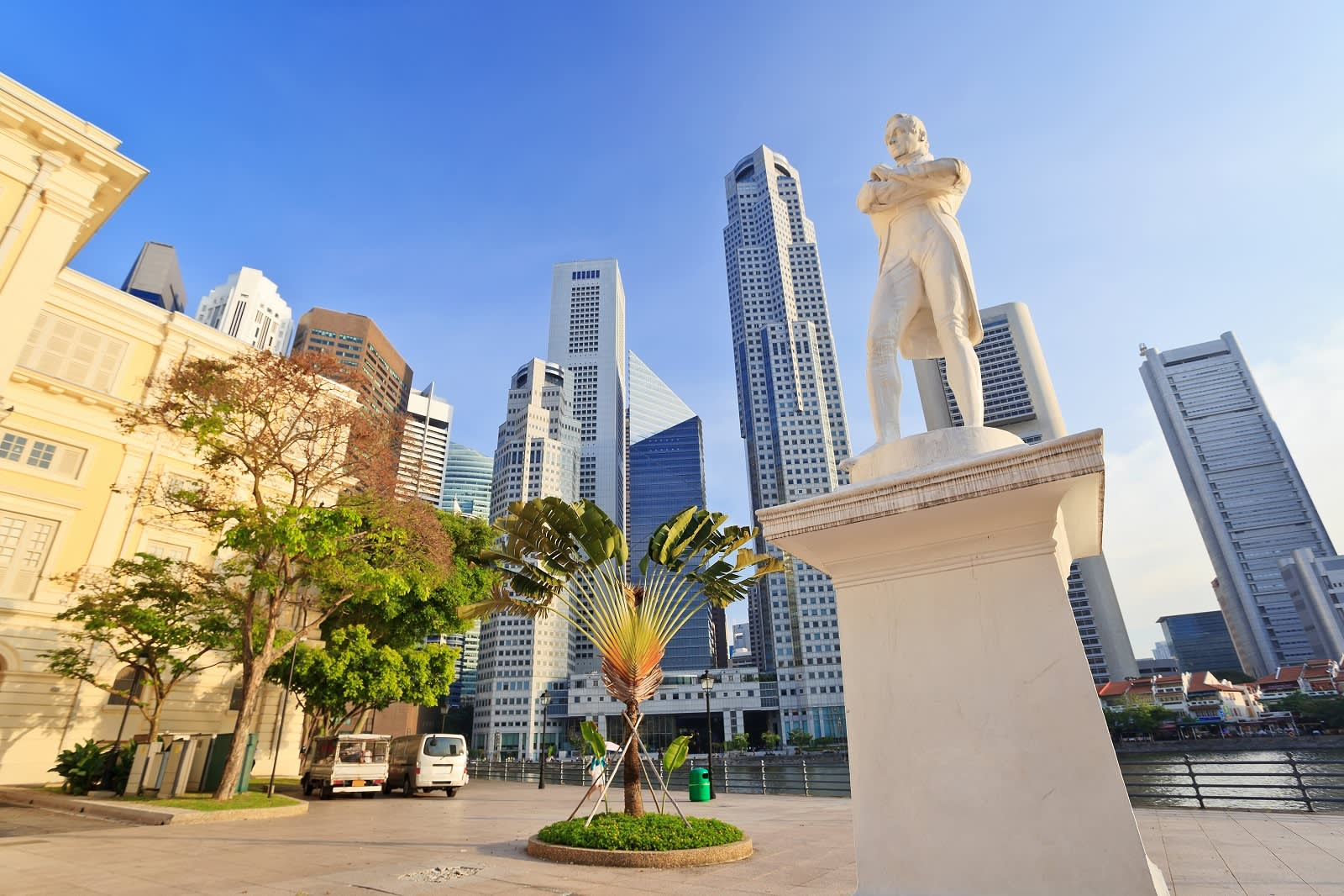 Statue of Sir Stamford Raffles in the heart of the city