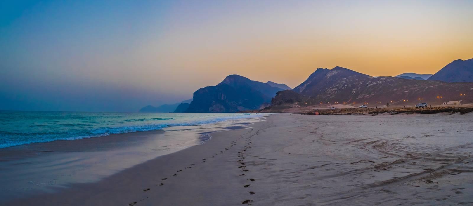 Sonnenuntergang am Mughsayl-Strand in Salalah, Oman