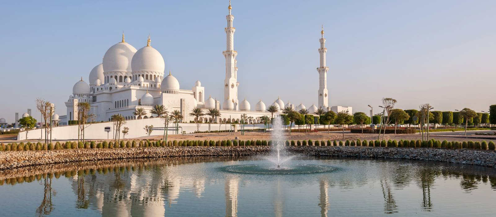 Sheikh Zayed Mosque in Middle East United Arab Emirates with reflection on water. Abu Dhabi