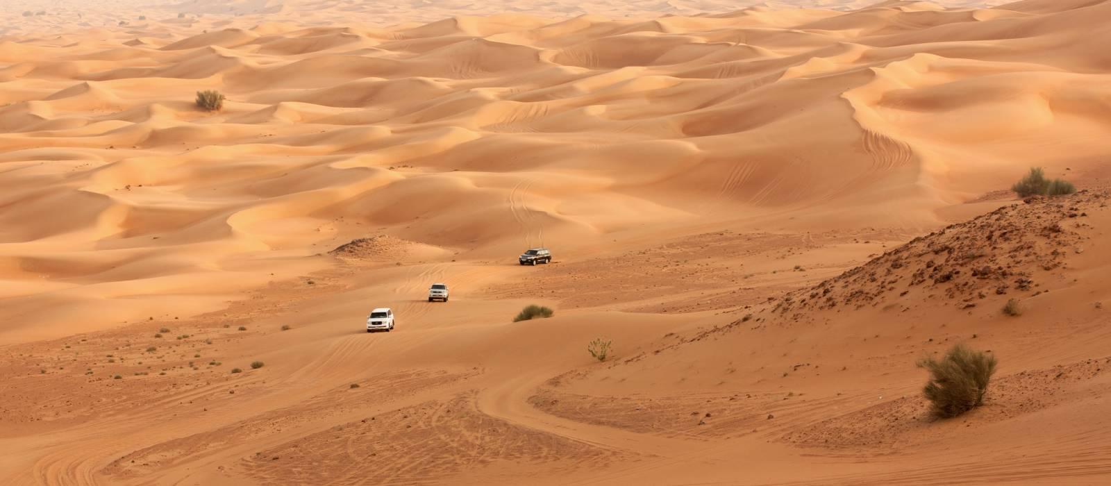 Wüstensafari auf Jeeps in der Nähe von Dubai.