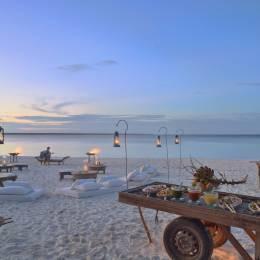 Dîner romantique à la plage à l'hôtel Mnemba Island Lodge, Zanzibar, Tanzanie - Parfait pour les voyages d'hiver