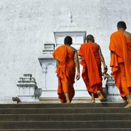 Sri Lankan monks - Sri Lanka travel guide