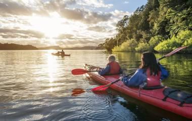 Highlight auf Ihrem Neuseeland Roadtrip - Lake Rotoiti, Rotorua, Neuseeland