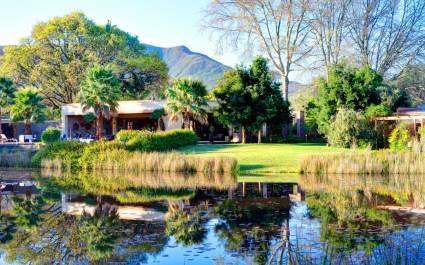 Außenansicht des Lily Pond Country Lodge Hotel, Garden Route in Südafrika